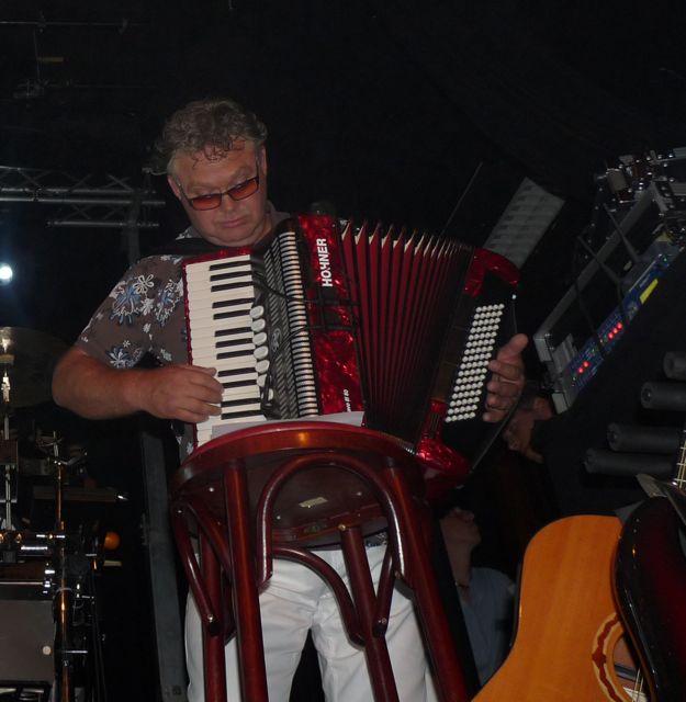 Bappie op de accordeon.jpg